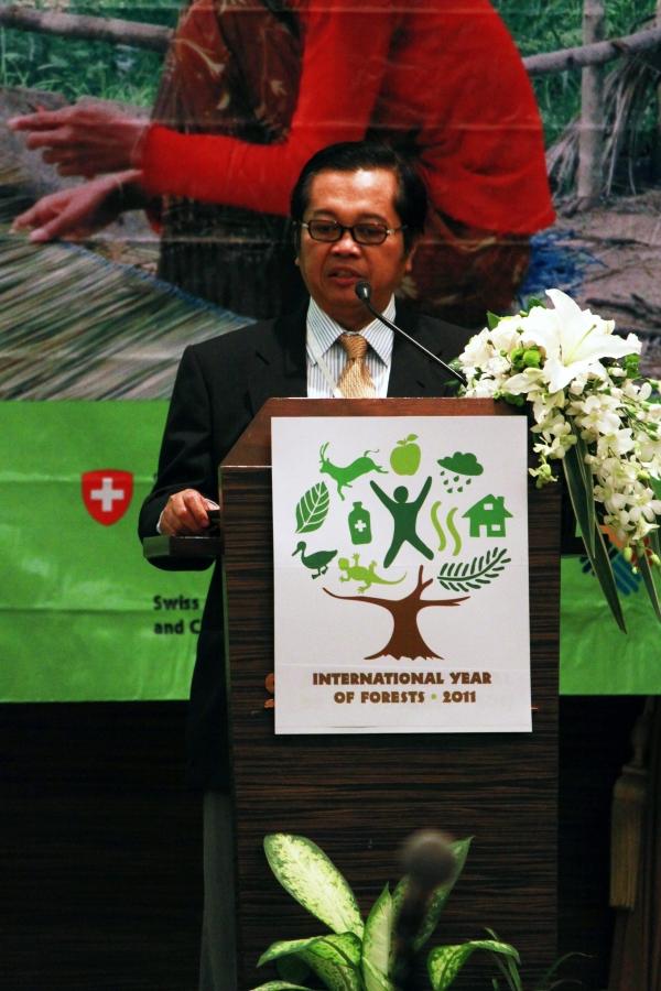 Dr. Haryadi Himawan gives opening remarks