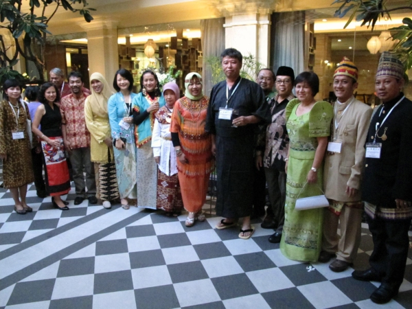 Participants in traditional drses