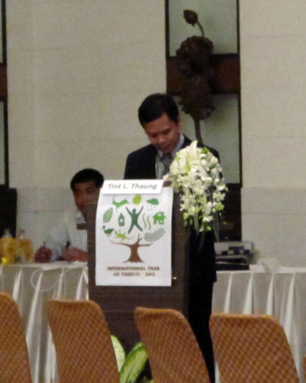 Dr. Tint L. Thaung of The Nature Conservancy and RECOFTC's incoming Executive Director formally closes the Second Regional Forum on People and Forests.