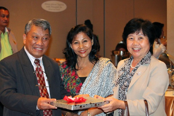 Dr. Malla with his wife, Hema, and Assistant Professor of Forest Biology Dr. Uthaiwan Sangwanit from Kasetsart University
