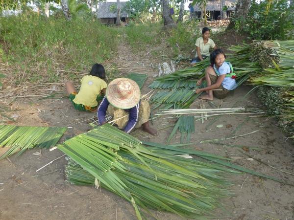 Girls preparing dani sheets for their livelihood