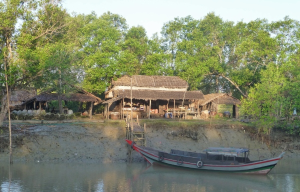 Household producing dani sheets in Oke Pho Kwin Chaung village